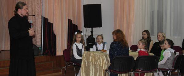 В МАОУ гимназия № 18 прошла семейная творческая гостиная «Красота Божьего мира»