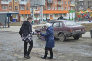 Молодежь раздавала листовки о Пасхе